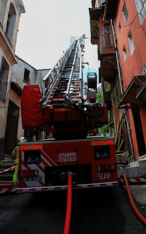 Küçükpazarda işyeri yangını - Haberler - İstanbul İtfaiyesi