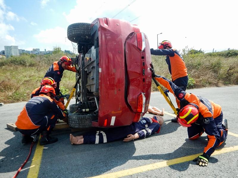 Eğitimlerimize Trafik Kazalarına Müdahale Eğitimi ile devam ediyoruz - Haberler - İstanbul İtfaiyesi