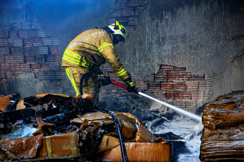 Tuzlada depo yangını - Haberler - İstanbul İtfaiyesi