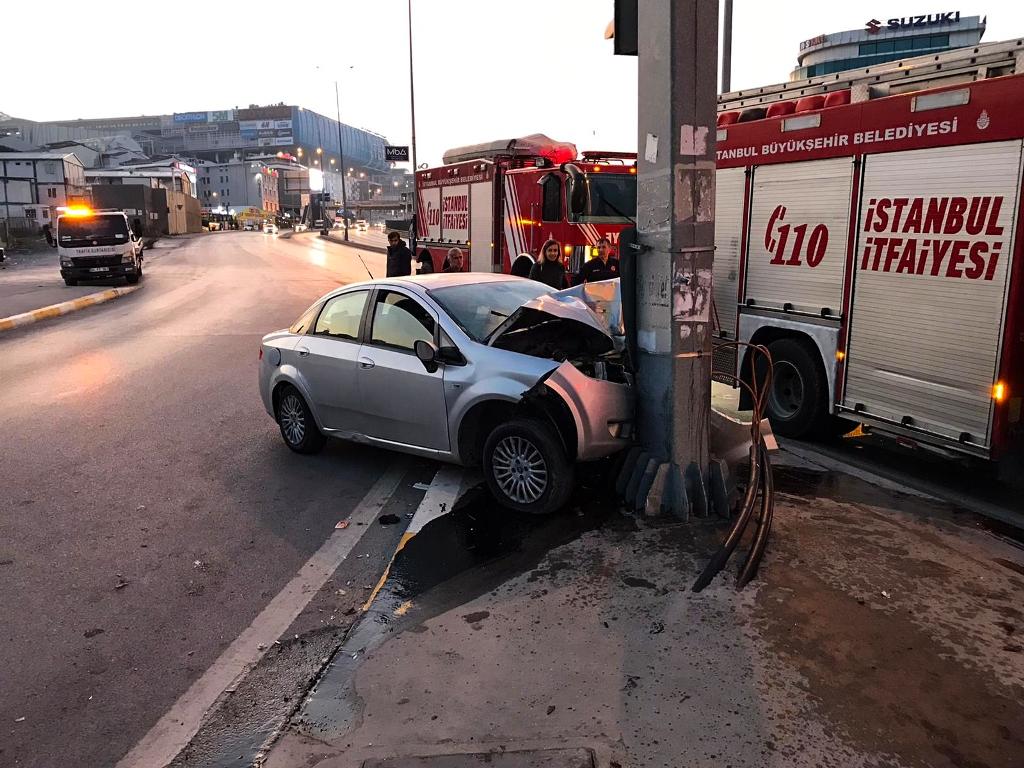 Avcılarda trafik kazası - Haberler - İstanbul İtfaiyesi