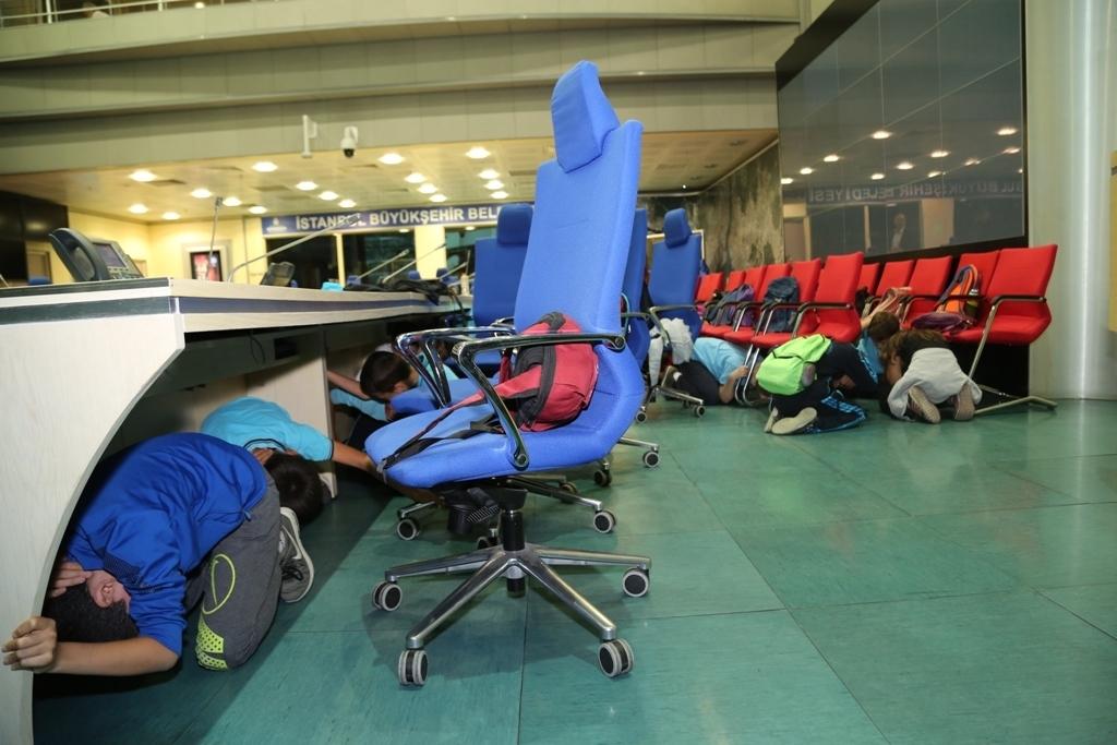 İBBden afetlerden korunma eğitimi - Haberler - İstanbul İtfaiyesi