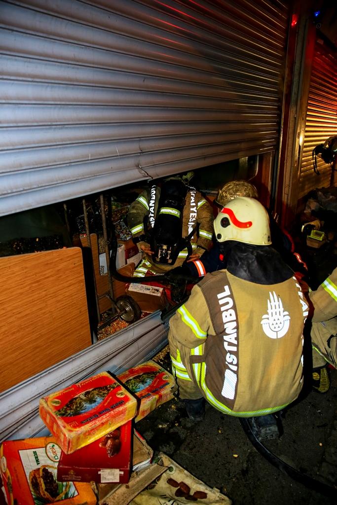 Workplace fire in Eminönü - News - Istanbul Fire Department