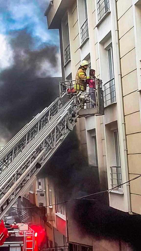 Flat fire in Esenyurt - News - Istanbul Fire Department