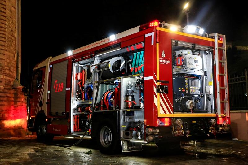 Fatihte araç yangını - Haberler - İstanbul İtfaiyesi