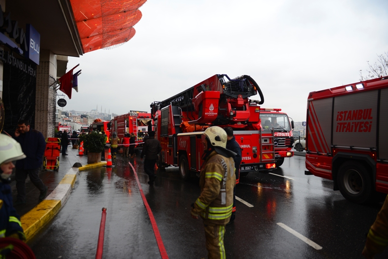 Hotel fire in Fatih - News - Istanbul Fire Department