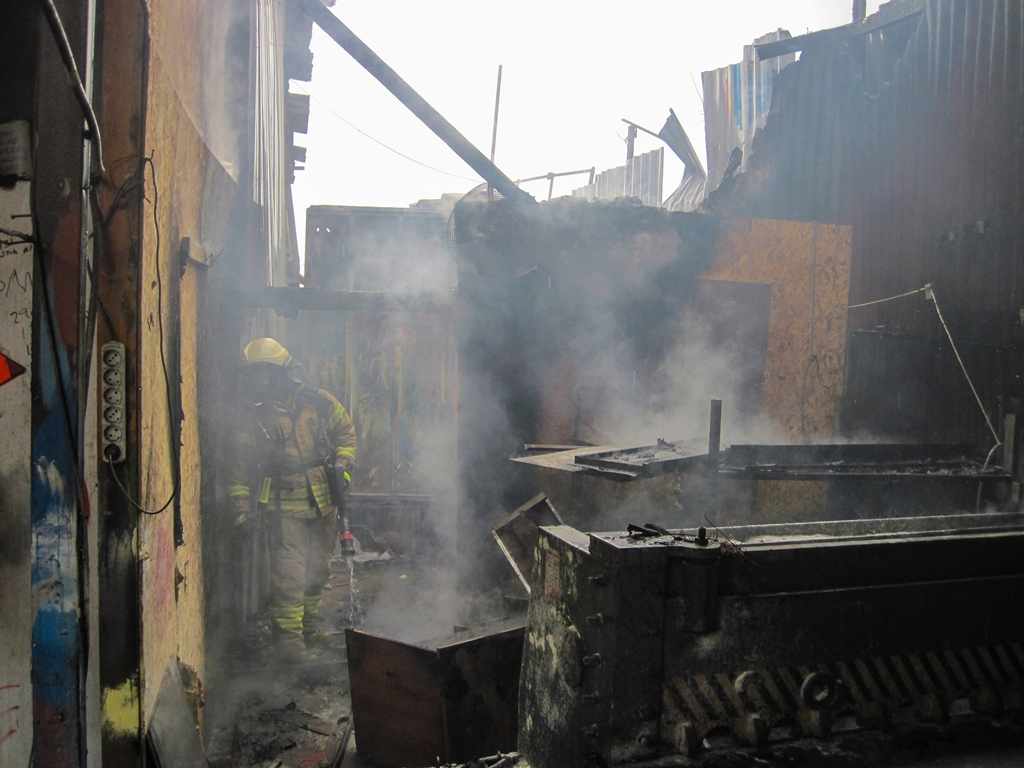 Maltepede iş yeri yangını - Haberler - İstanbul İtfaiyesi