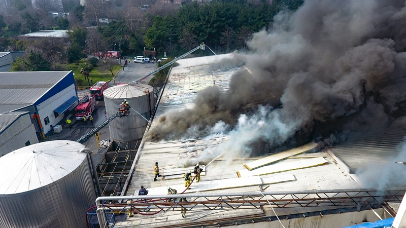 Factory fire in Bahçelievler - News - Istanbul Fire Department