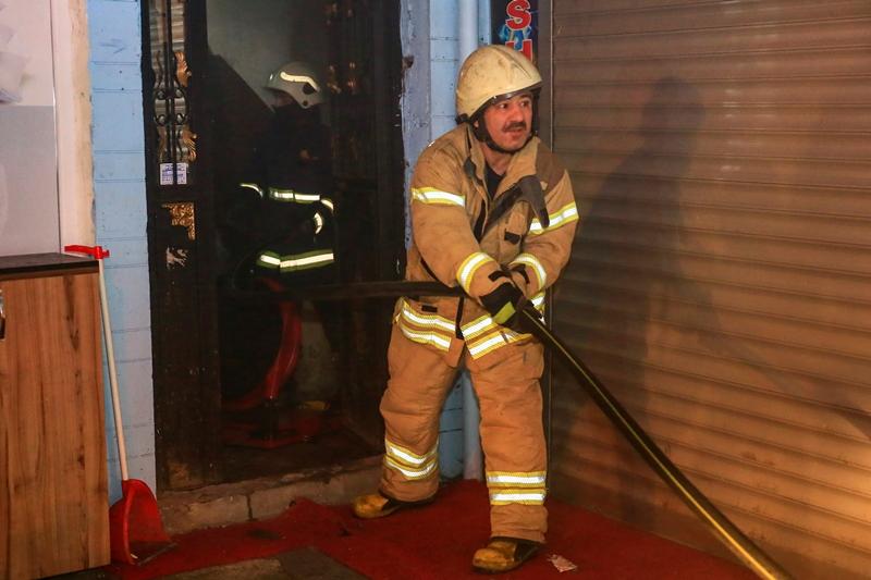 Fatihte bodrum kat yangını - Haberler - İstanbul İtfaiyesi