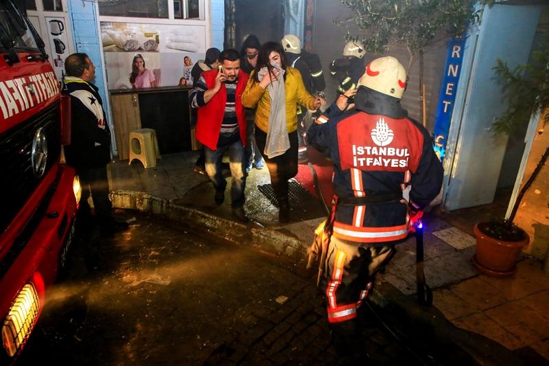 Basement floor fire in Fatih - News - Istanbul Fire Department