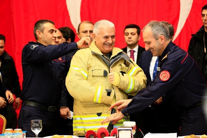 TBMM Başkanımız Sayın Binali YILDIRIM, Ümraniye İtfaiye istasyonumuzu ziyaret etti - Haberler - İstanbul İtfaiyesi