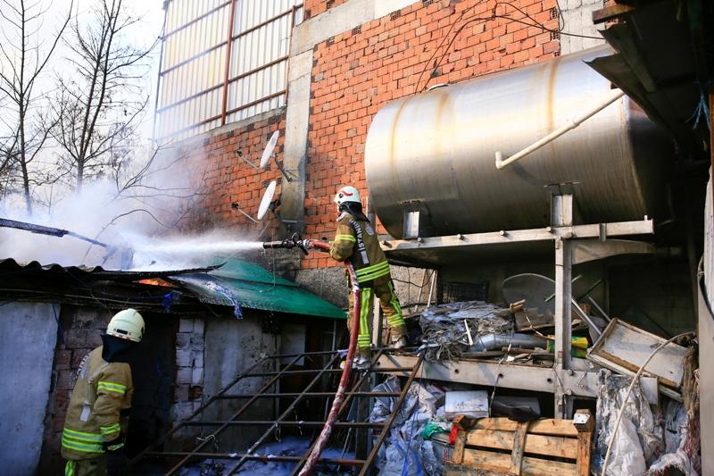 Scrapyard fire in Avcılar - News - Istanbul Fire Department