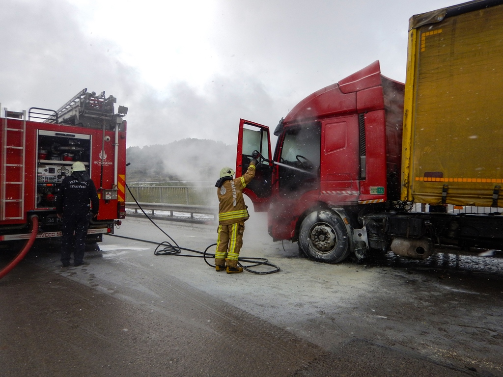 Vehicle fire in Yenişehir - News - Istanbul Fire Department