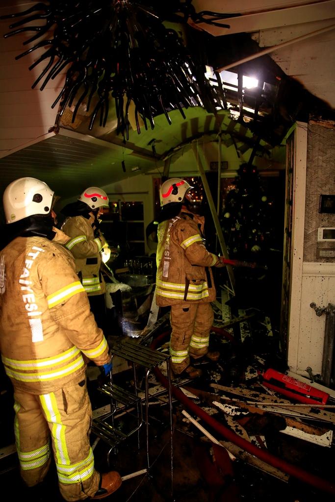 Sarıyerde çatı yangını - Haberler - İstanbul İtfaiyesi