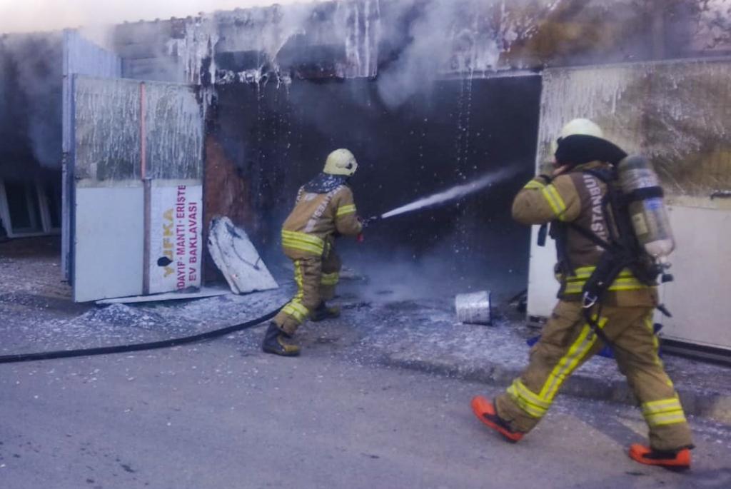 Arnavutköyde garaj yangını - Haberler - İstanbul İtfaiyesi