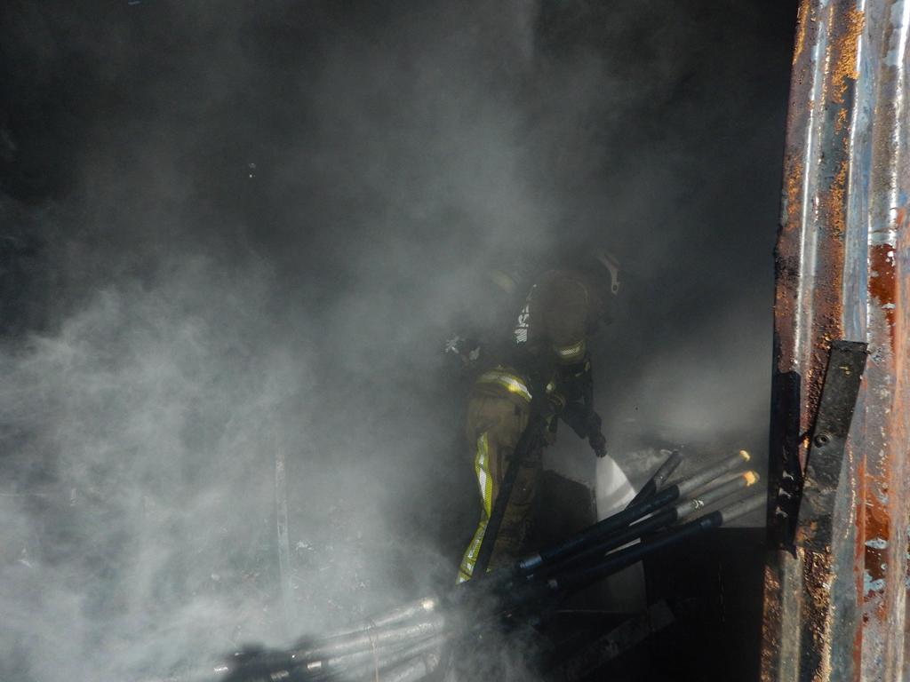 Çekmeköyde konteyner yangını - Haberler - İstanbul İtfaiyesi
