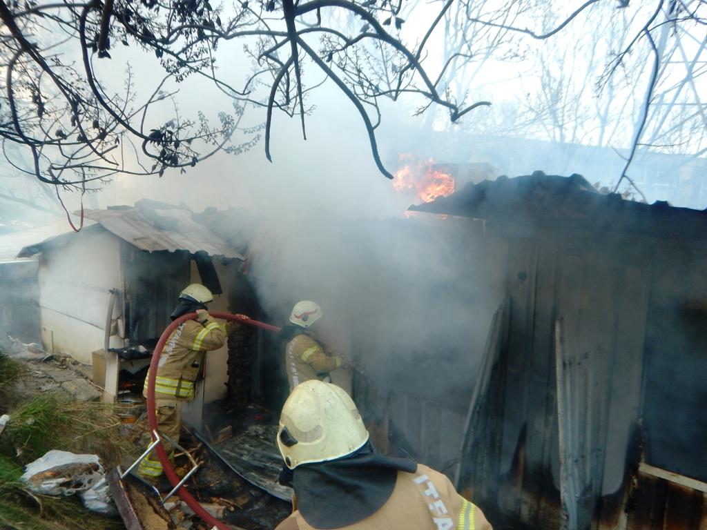 Avcılarda baraka yangını - Haberler - İstanbul İtfaiyesi