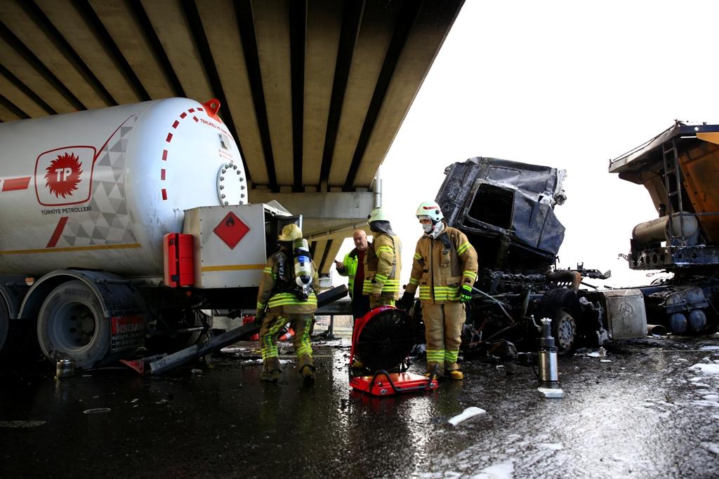 Kuzey Çevre Otoyolunda trafik kazası - Haberler - İstanbul İtfaiyesi