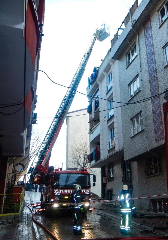 Esenyurtta çatı yangını - Haberler - İstanbul İtfaiyesi