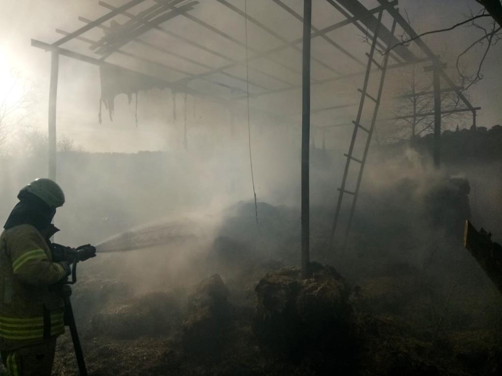 Beykozda samanlık yangını - Haberler - İstanbul İtfaiyesi