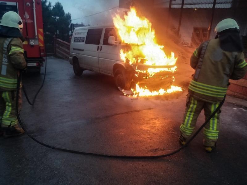 Sultanbeylide araç yangını - Haberler - İstanbul İtfaiyesi