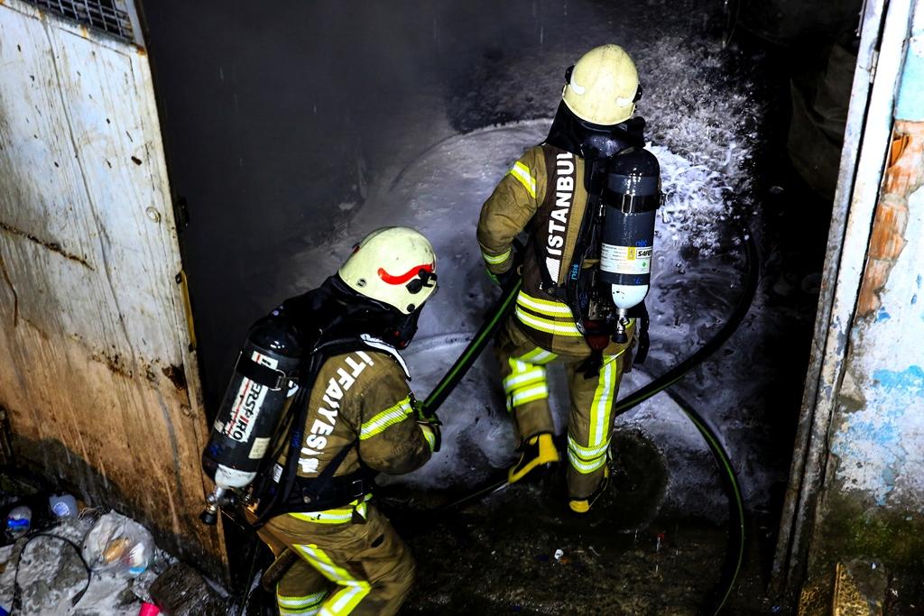 Şişlide hurdalık yangını - Haberler - İstanbul İtfaiyesi