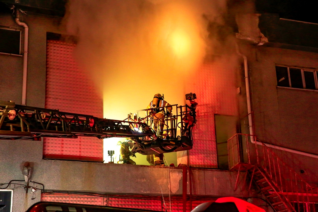 Hadımköyde iş yeri yangını - Haberler - İstanbul İtfaiyesi