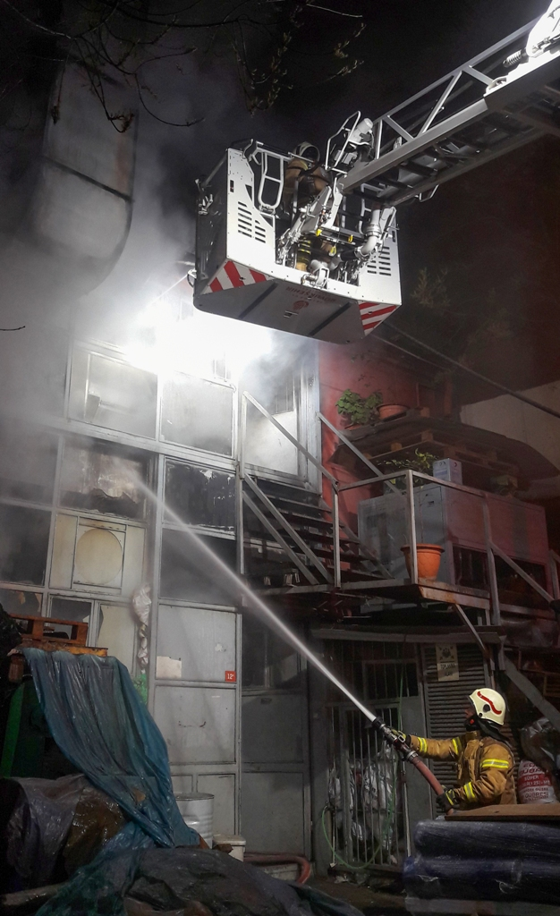 Eyüpte iş yeri yangını - Haberler - İstanbul İtfaiyesi