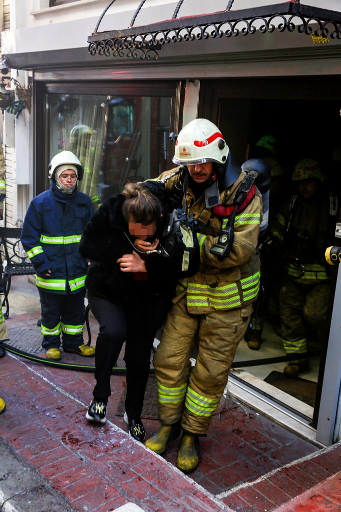 Beyoğlunda otel yangını - Haberler - İstanbul İtfaiyesi