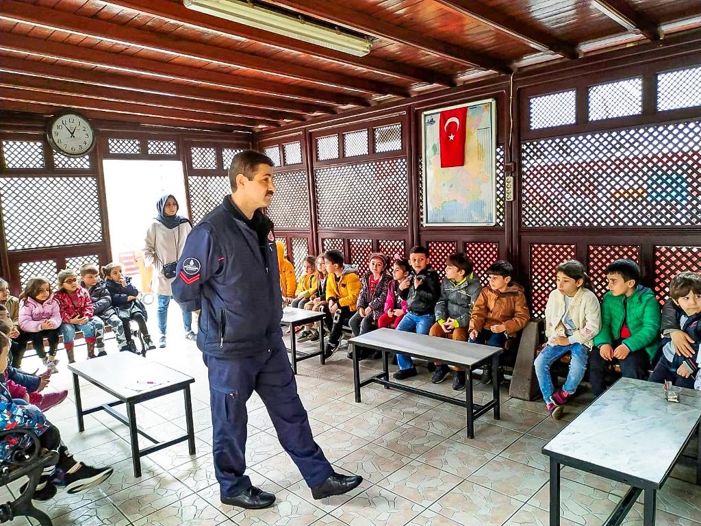 Minik kardeşlerimiz, bizleri ziyarete geldi - Haberler - İstanbul İtfaiyesi