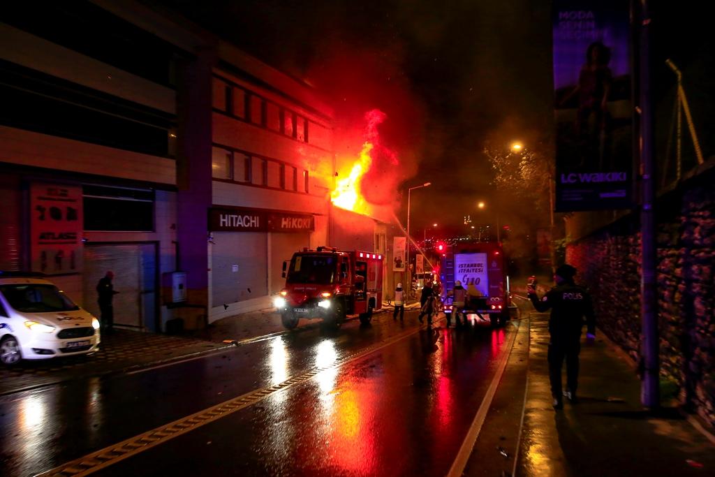 Eyüp Sultanda çatı yangını - Haberler - İstanbul İtfaiyesi