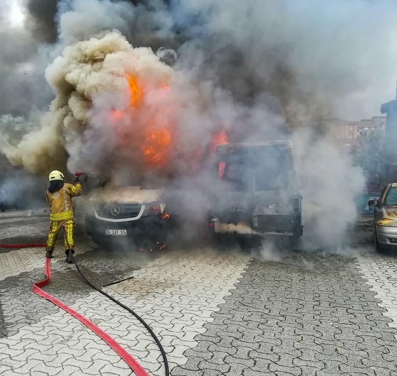 Kayışdağında araç yangını - Haberler - İstanbul İtfaiyesi