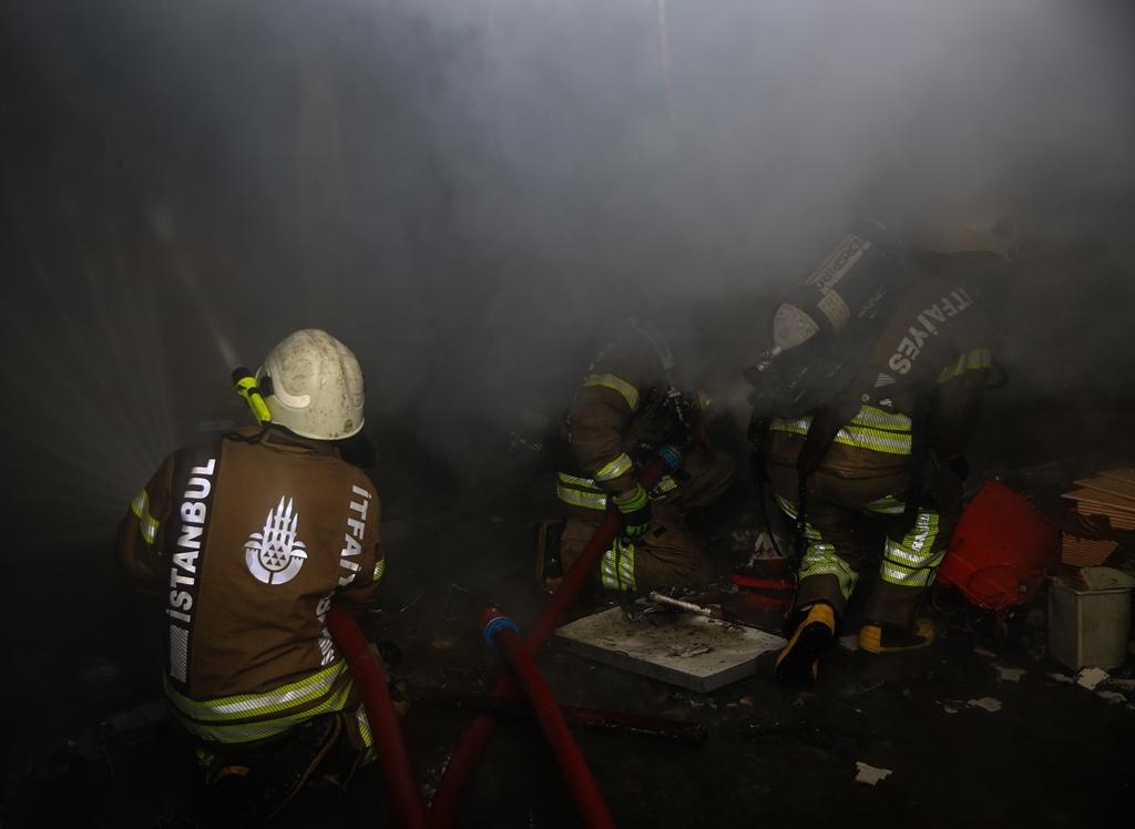 Şişlide işyeri yangını - Haberler - İstanbul İtfaiyesi