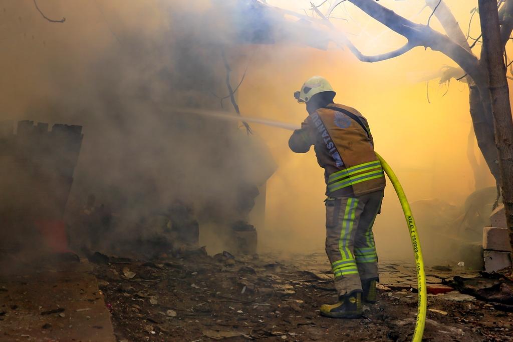Fatihte gecekondu yangını - Haberler - İstanbul İtfaiyesi