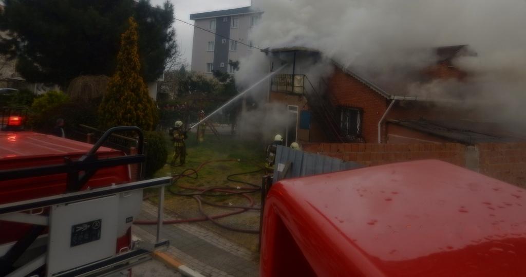 Sultanbeylide daire yangını - Haberler - İstanbul İtfaiyesi