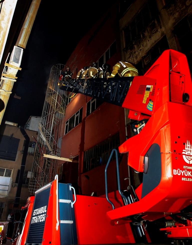 Bayrampaşada depo yangını - Haberler - İstanbul İtfaiyesi