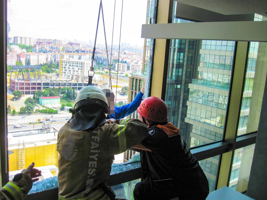 Kadıköyde İnsan Kurtarma - Haberler - İstanbul İtfaiyesi