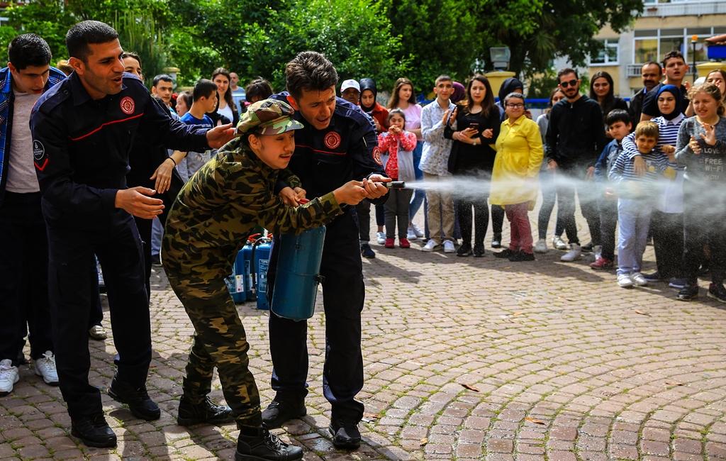 Engelli kardeşlerimizi yangına karşı bilinçlendirmeye devam ediyoruz - Haberler - İstanbul İtfaiyesi