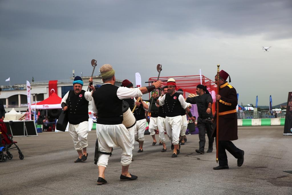 İstanbullular En Sıkı İtfaiyeci olmak için hem yarıştı hem eğlendi. - Haberler - İstanbul İtfaiyesi