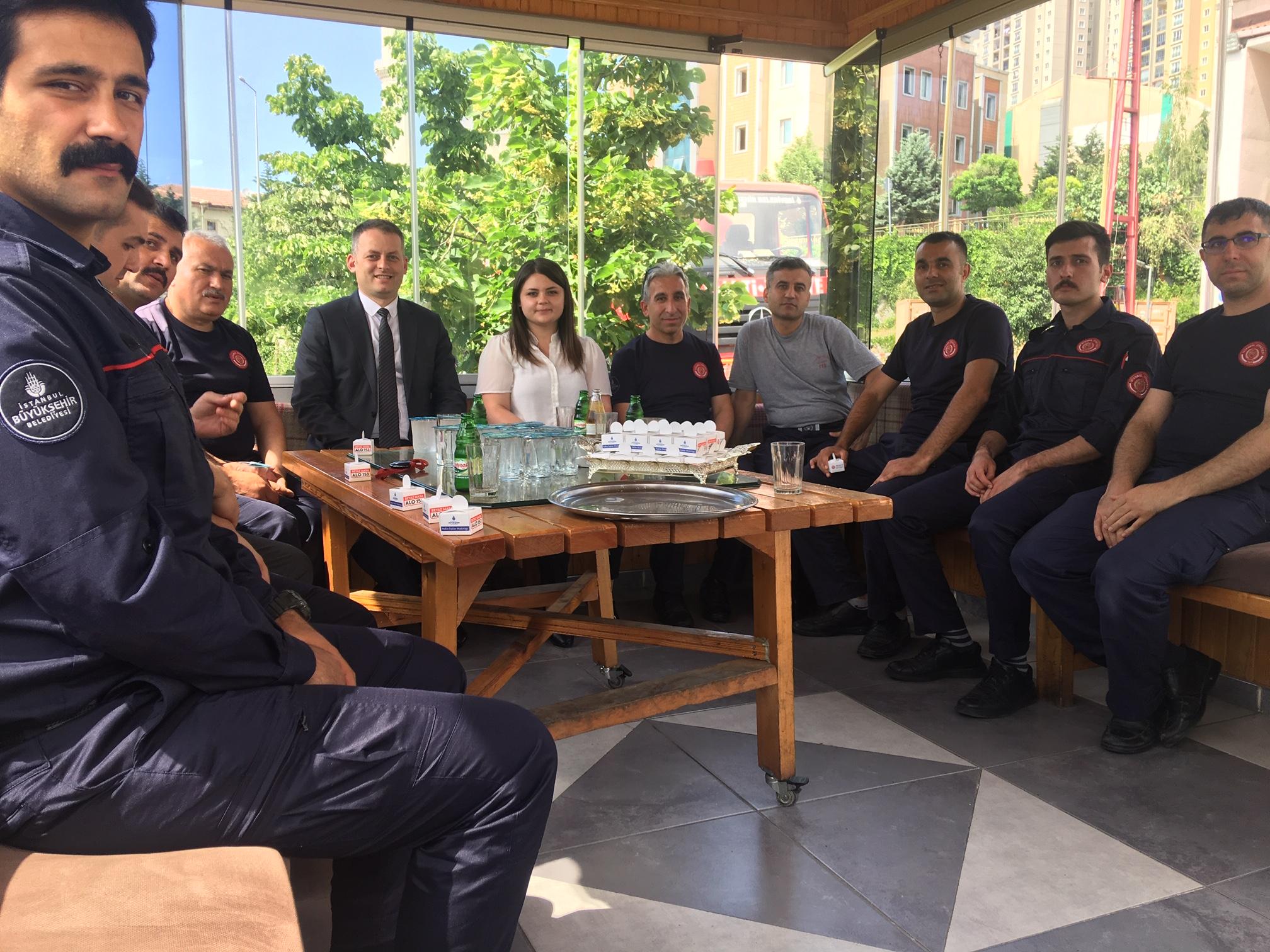 İBB Halkla İlişkiler Müdürlüğünden bayram ziyareti - Haberler - İstanbul İtfaiyesi