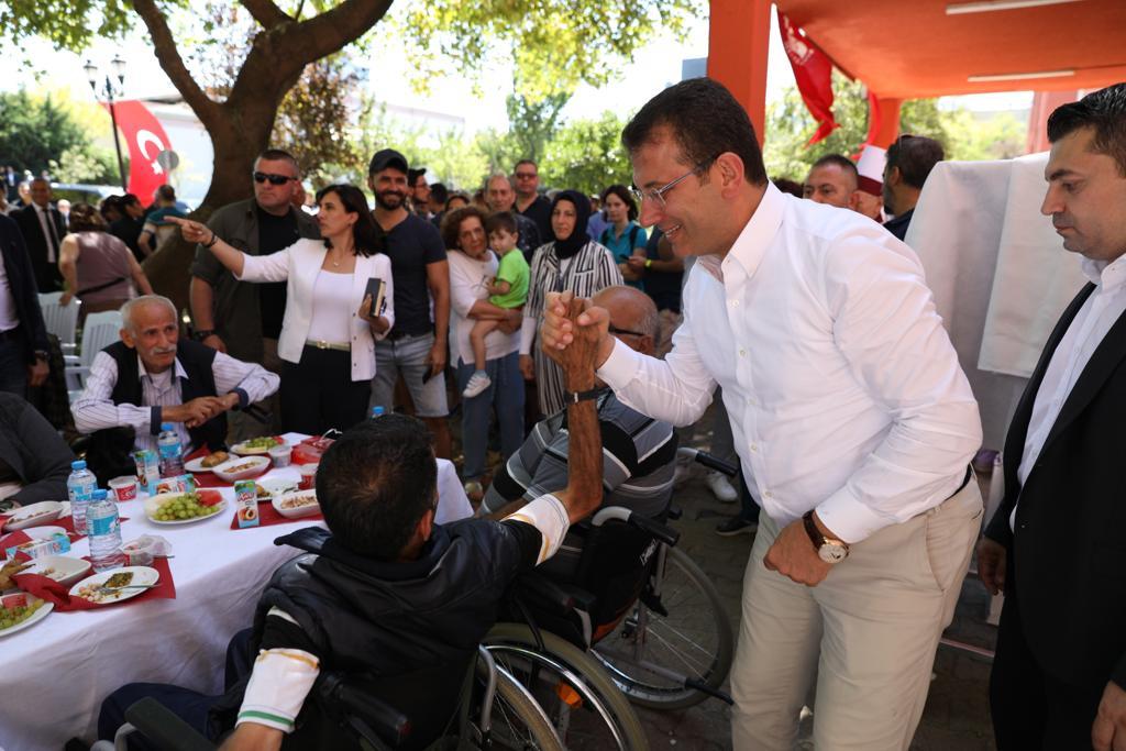 Başkan İmamoğlu ailesi ile birlikte Darülacezeyi ve itfaiyeyi ziyaret etti - Haberler - İstanbul İtfaiyesi