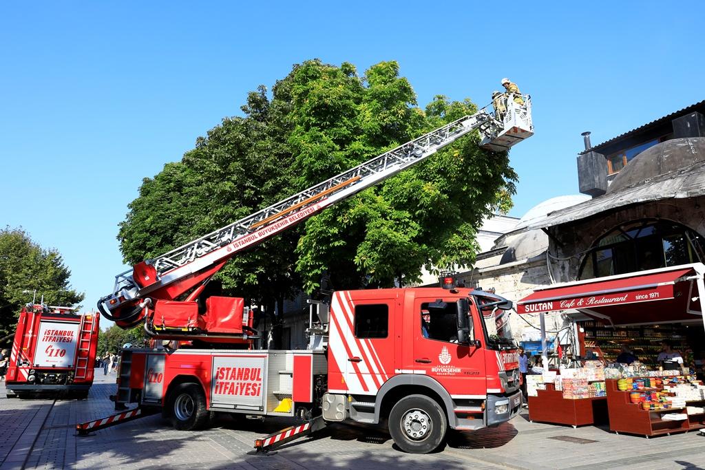 Sultanahmette baca yangını - Haberler - İstanbul İtfaiyesi
