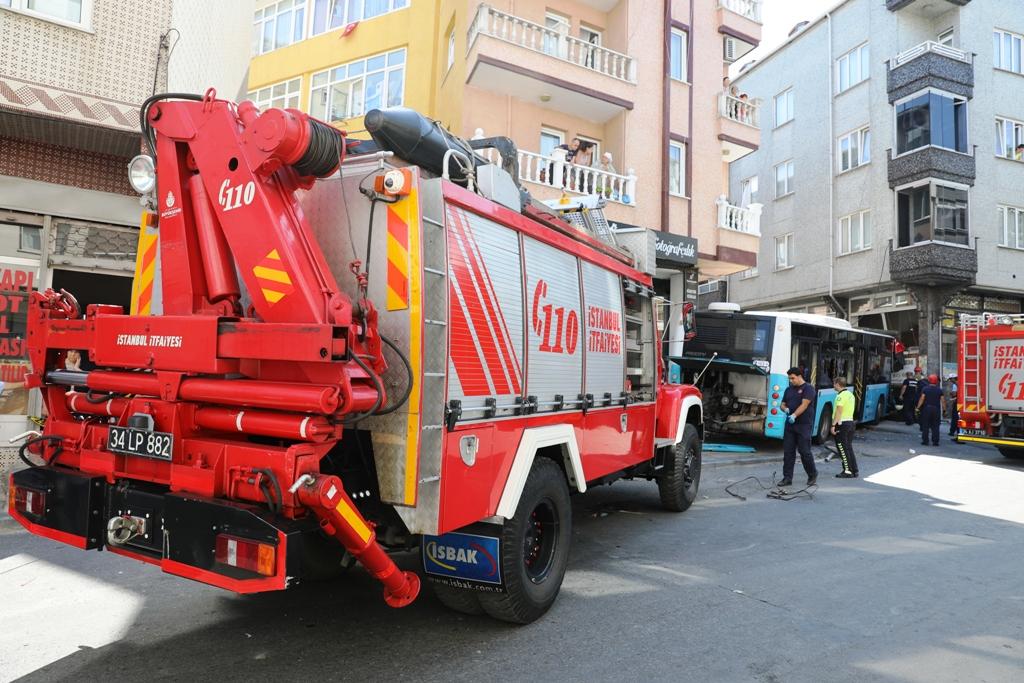 Traffic accident in Gaziosmanpaşa - News - Istanbul Fire Department