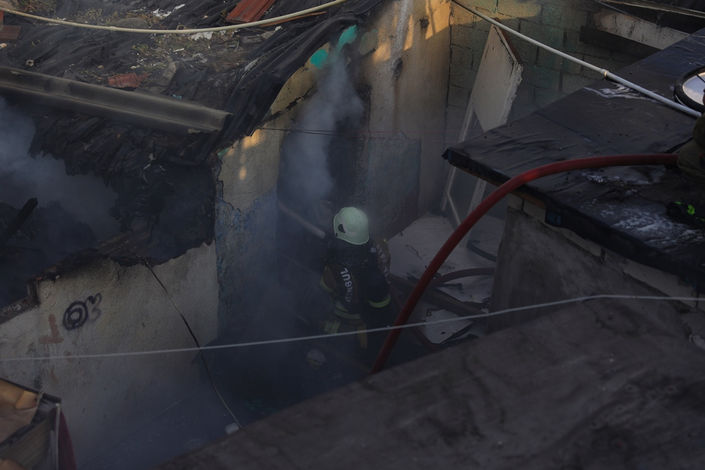 Fatihte metruk bina yangını - Haberler - İstanbul İtfaiyesi