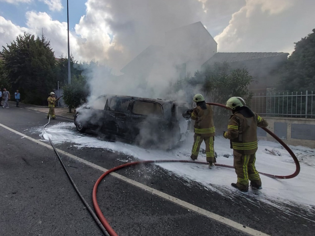 Vehicle fire in Beykoz - News - Istanbul Fire Department