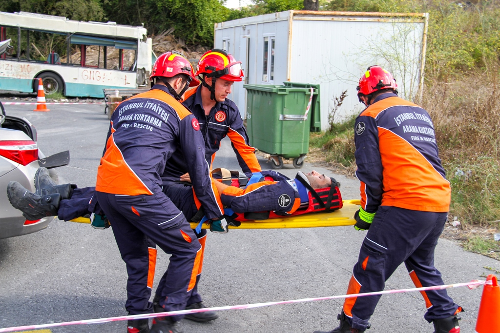 We continue our in-service trainings with Traffic Accident Response Training - News - Istanbul Fire Department
