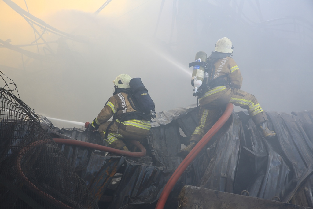 Factory fire in Tuzla was taken under control - News - Istanbul Fire Department