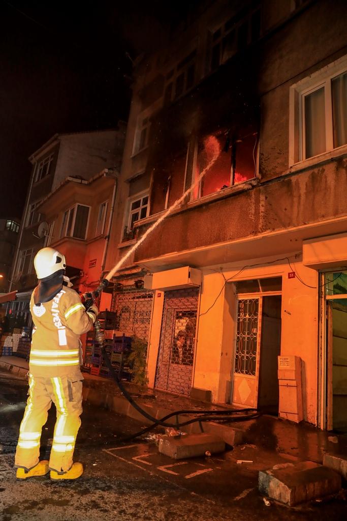 Fatihte daire yangını - Haberler - İstanbul İtfaiyesi