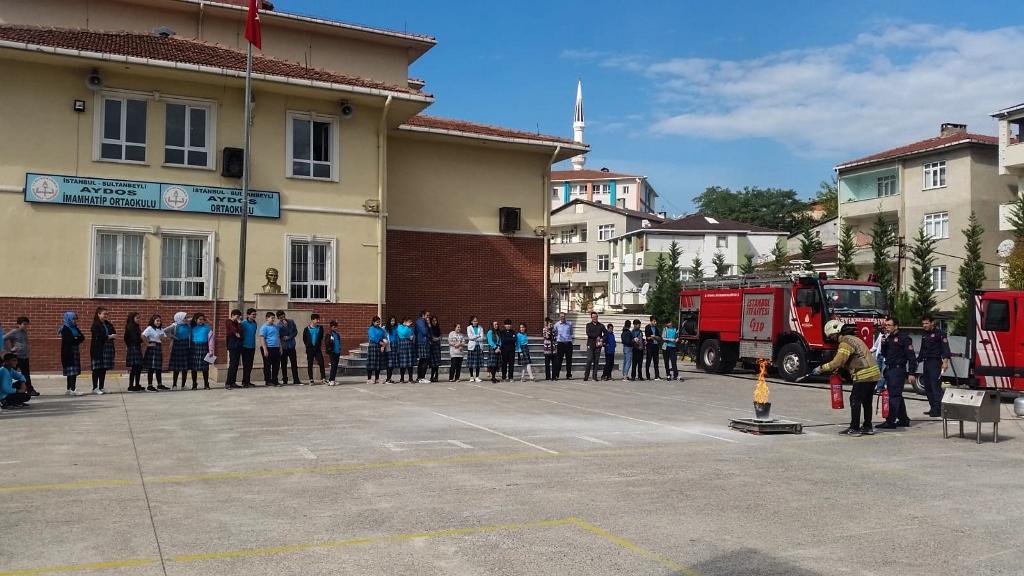 İstanbulun İtfaiyesi gençlerimizi yangına karşı bilinçlendirmeye devam ediyor - Haberler - İstanbul İtfaiyesi