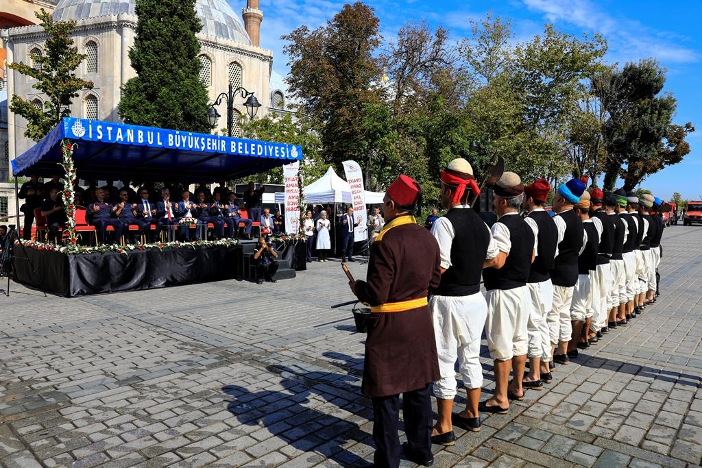 Sultanahmetten Tulumbacılar geçti - Haberler - İstanbul İtfaiyesi