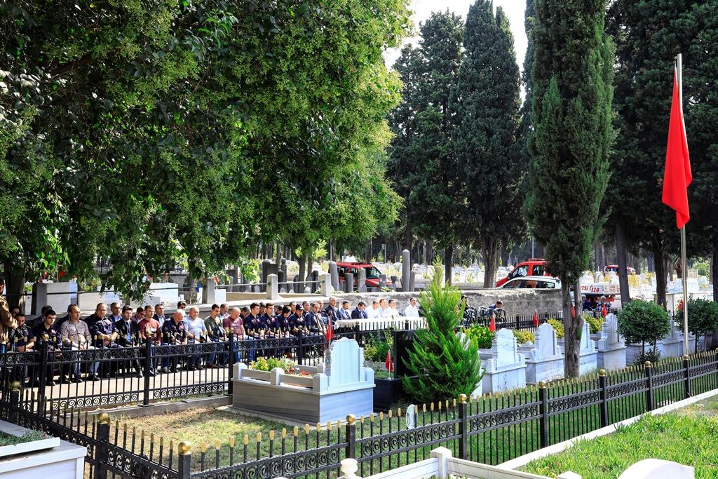 Kahraman şehitlerimizi kabirleri başında andık  - Haberler - İstanbul İtfaiyesi
